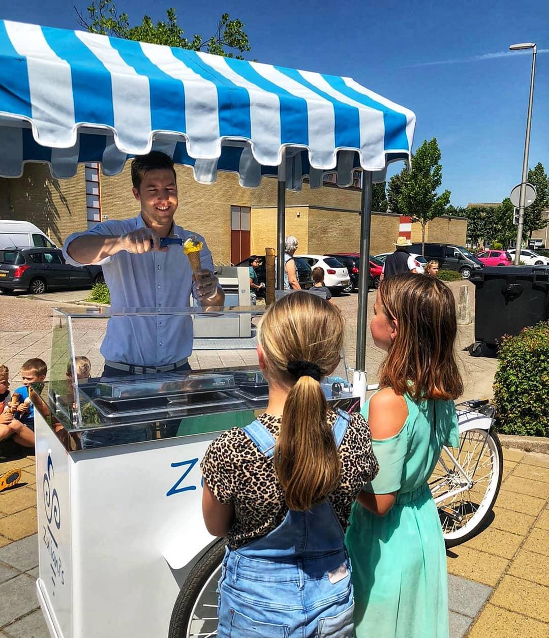 Wist je dat wij ook ijskarren verhuren voor jouw feestje? Deze karren zijn inclusief ijs van Zuliani's en een enthousiaste ijsschepper!We komen graag bij je langs vanaf een gezelschap van 60 personen. Bekijk hier onze ijskarren: www.zuliani-gelato.nl/ijskar-verhuur én bereken direct wat het kost.Voor basisscholen hebben wij een speciale deal! Stuur een mail info@zuliani-gelato.nl