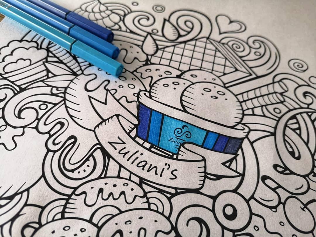 De vakantie is begonnen en wij hebben een uitdaging voor alle kunstenaars uit Zoetermeer! Kom langs de winkel voor een kleurplaat en verzamel al je kleurpotloden, stiften én creativiteit! 10 gelukkigen maken kans op een halve liter Zuliani's ijs voor thuis, hier kun je met het hele gezin van genieten!Lever je kunstwerk in vóór het einde van de zomervakantie, 30 augustus 2020. Op 15 september zullen wij de winnaars bekend maken via social media. En op vertoning van de mail mogen zij hun bak komen vullen met maar liefs 6 smaken ijs naar keuze uit de vitrine in één van onze winkels!Zet 'm op! 🖌 Downloaden op onze website en thuis printen mag ook. Voor meer informatie én het downloaden van de kleurplaat: zuliani-gelato.nl/kleurplaten-zomer-2020