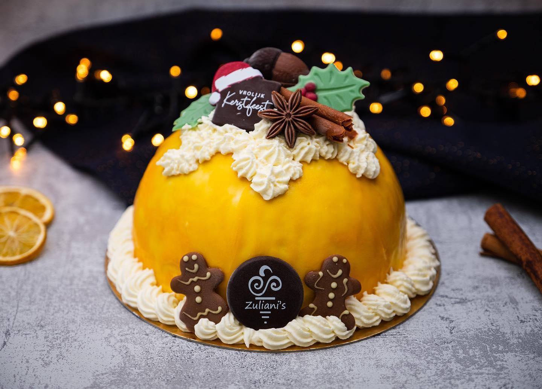 WINTER WONDER SPICESDeze ijstaart willen wij jullie niet onthouden! In deze feestelijke bombe zorgt de combinatie van speculaasijs, sinaasappelijs, vanille-ijs en cake voor een wintersmaak explosie! De ijstaart is afgewerkt met room, chocolade en een sinaasappel glaçage.Voor 6 personen € 22,- (€ 3,65 p.p.)Bestel online en kom jouw ijstaart ophalen in @dedorpsstraat Zoetermeer op 23 of 24 december! #linkinbio