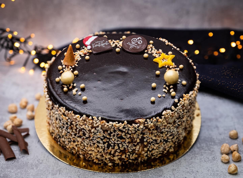 SANTA'S CHOCO NUTS De laatste ijstaart uit het rijtje, maar zeker niet de minste!De heerlijke smaken bij elkaar maken een geweldige ijstaart met een net zo geweldige omvang. Naast hazelnootijs en chocoladeijs vindt u ook hazelnootschuim terug in dit dessert. Met een glaçage van chocolade en heel veel hazelnootjes.Voor 8 personen € 24,50 (€ 3,05 p.p.)Onze webshop is alleen deze week nog geopend! En sommige tijdvakken beginnen vol te raken! Bestel jouw favoriet #linkinbio
