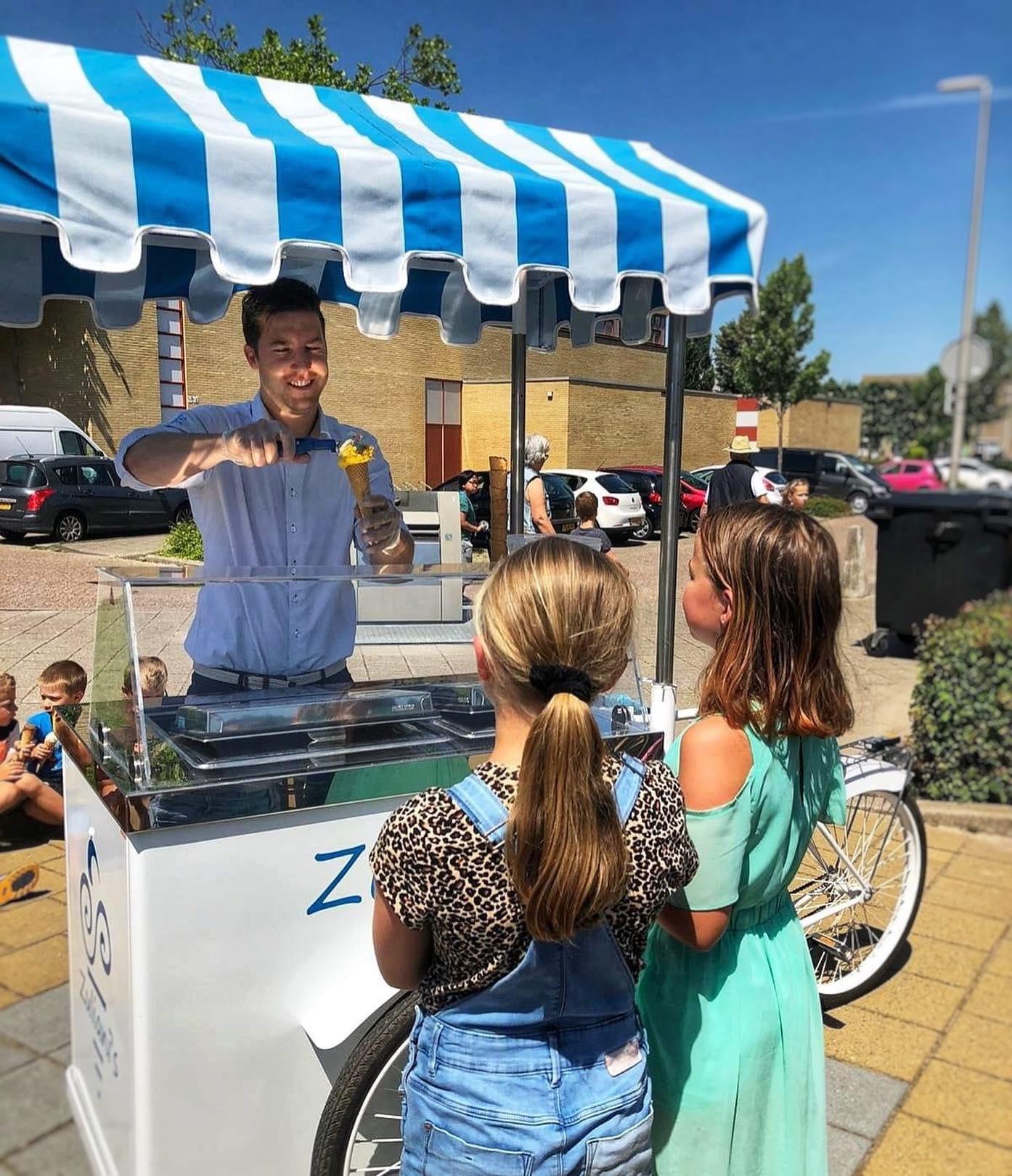 Het einde van het schooljaar komt dichterbij, vier deze zomerse periode met een ijskar van Zuliani's! Wij hebben een mooie korting voor basisscholen! Stuur hiervoor een mailtje naar Stéfano: info@zuliani-gelato.nl