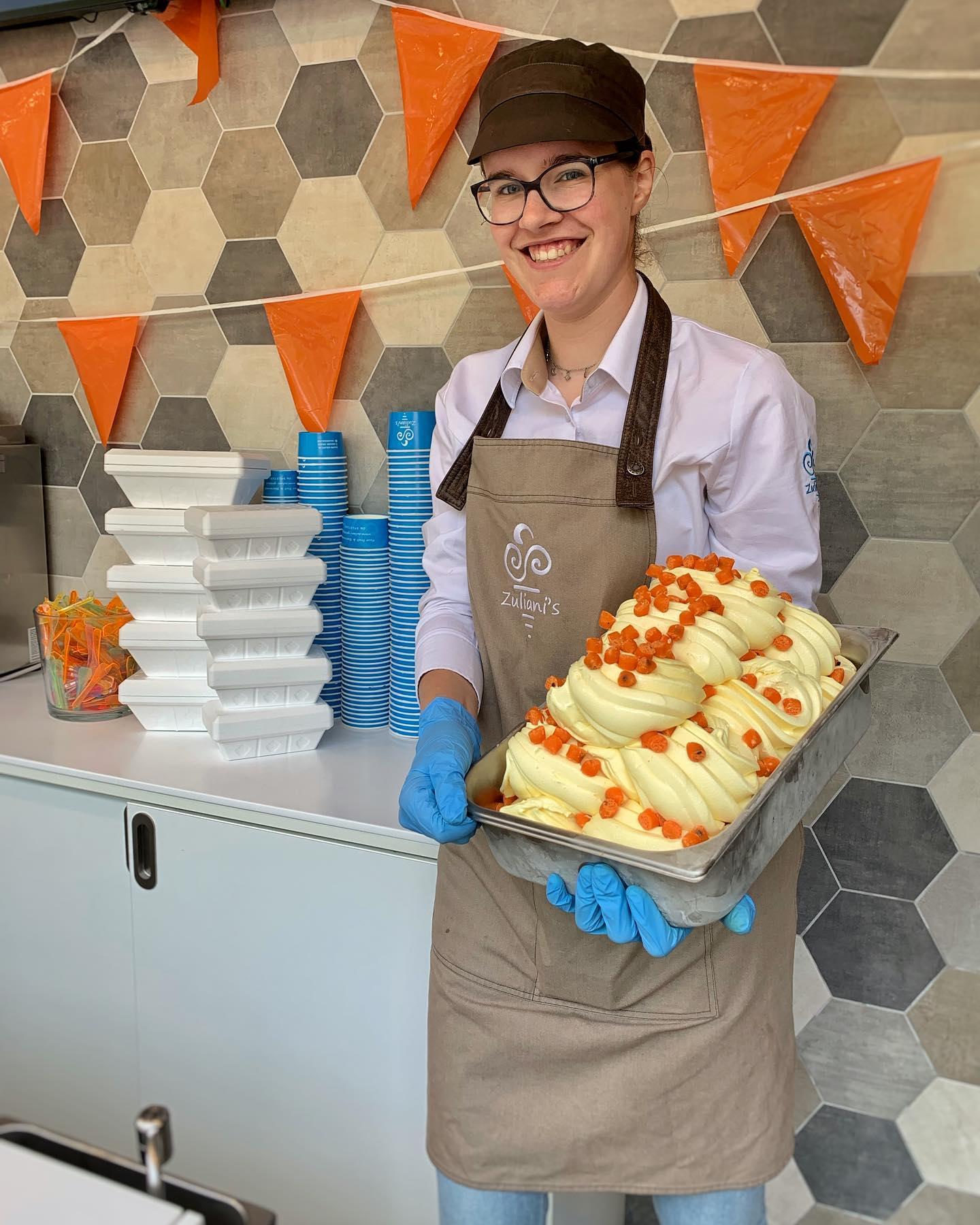 Wij wensen Oranje veel succes op het EK! ️🧡 Vanaf morgen gaan wij los met Oranje Cookie Dough!Haal een hele of halve liter bak en verras je vrienden of familie thuis na de BBQ met een lekker ijsje van Zuliani's!